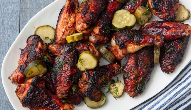 alitas de pollo con pepinillo