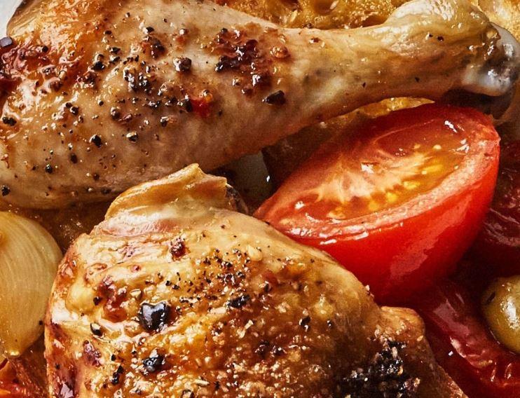 Pollo con tomate y aceitunas