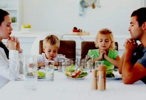 orar antes de comer