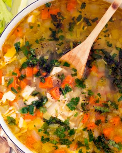 sopa de pollo con ajo