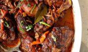 Pollo guisado jamaicano